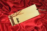 Invitatie de nunta bej cu copac inflorit si cuplu