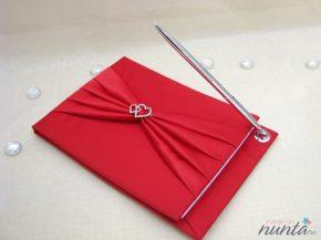 Caiet de impresii rosu cu funda si inimioare
