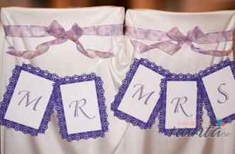 Ghirlanda Mr & Mrs cu rama florala mov