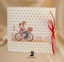 Invitatie crem cu buline si miri pe bicicleta