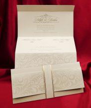 Invitatie de nunta crem cu model floral embosat si banda