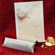 Invitatie de nunta cu buchet de mireasa alb