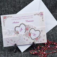 Invitatie de nunta cu inimioare, porumbei si flori
