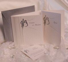 Invitatie de nunta eleganta cu miri si panglica