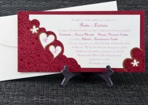 Invitatie de nunta grena cu floricele embosate