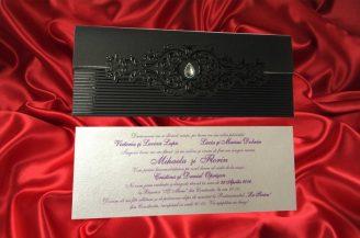 Invitatie de nunta neagra cu cu model embosat si cristal