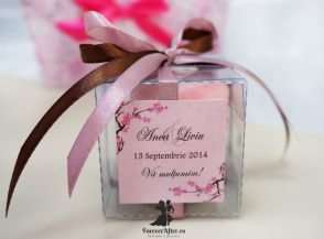 Marturie de nunta macarons cu fundite si flori de cires Cherry Blosom