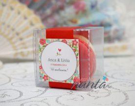 Marturie de nunta macarons cu panglica rosie si model floral