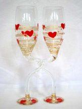 Pahare impreunate personalizate cu inimioare rosii