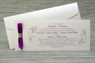 Invitatie crem satinata cu motive florale argintii si fundita mov