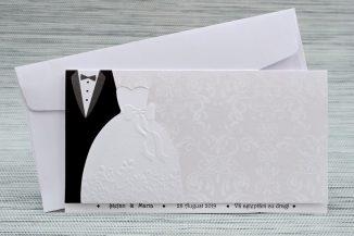 Invitatie alba sidefata cu rochia miresei si costumul mirelui