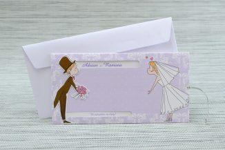 Invitatie de nunta lila cu un mire, o mireasa si... un pupic
