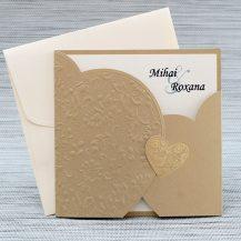 Invitatie de nunta bronz cu motive florale embosate si coperti in forma de inimioara
