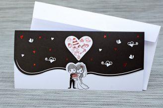 Invitatie de nunta amuzanta in alb si negru cu miri si inimioare metalizate