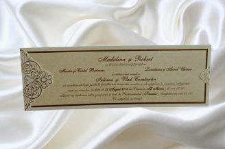Invitatie de nunta crem sidefat in suport elegant din carton plastifiat