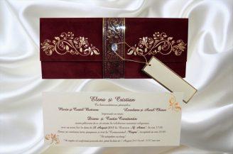 Invitatie de nunta crem cu plic din catifea grena